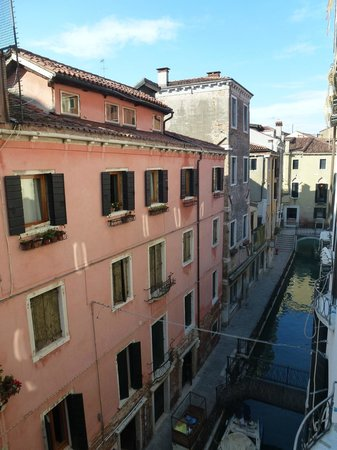 Hotel Ca' dei Conti:                   View over canal from room 303