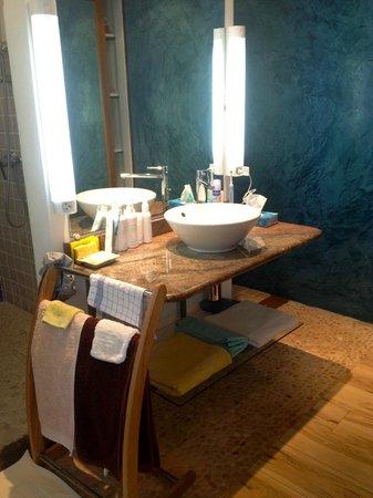 Le Cap Malo:                                                       Lavabo vasque