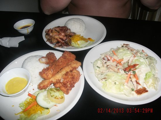 Hotel Pier Cuatro:                   Fish fillet, salad and chicken
