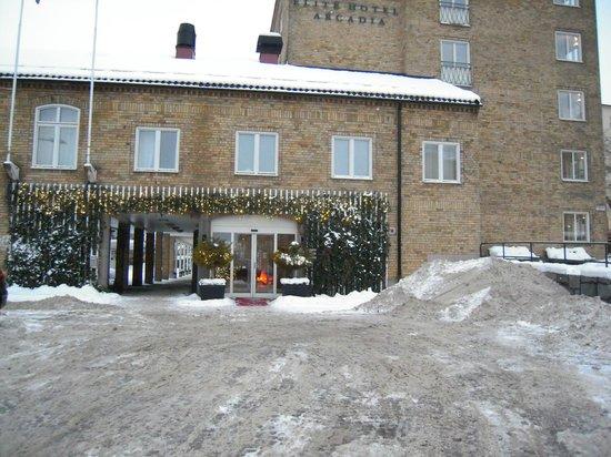 Elite Hotel Arcadia:                   Bien décoré pour Noël, mais pas déneigé (difficile d'accès avec des valises à