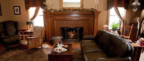 Westphal Mansion Inn Bed & Breakfast: Formal Living Room