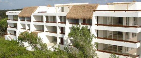 Residencias Reef Condos: Building 2.