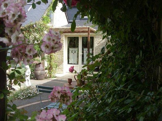 Demeure de la Vendemiere : entrée principale de la demeure