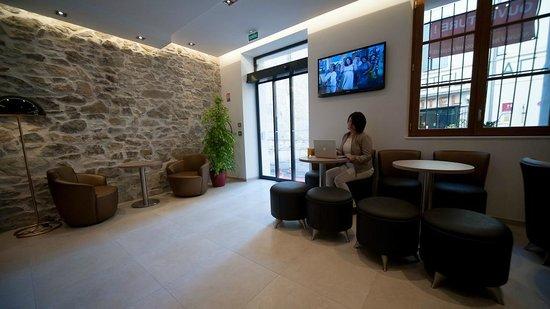 hotel central nimes fransa otel yorumlar ve fiyat kar la t rmas tripadvisor. Black Bedroom Furniture Sets. Home Design Ideas
