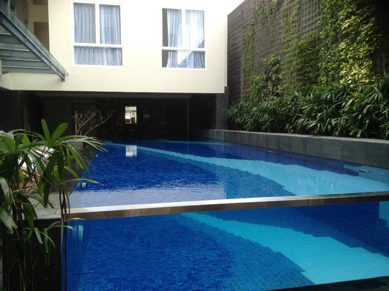 Solaris Hotel Kuta:                   the pool and delux rooms in view