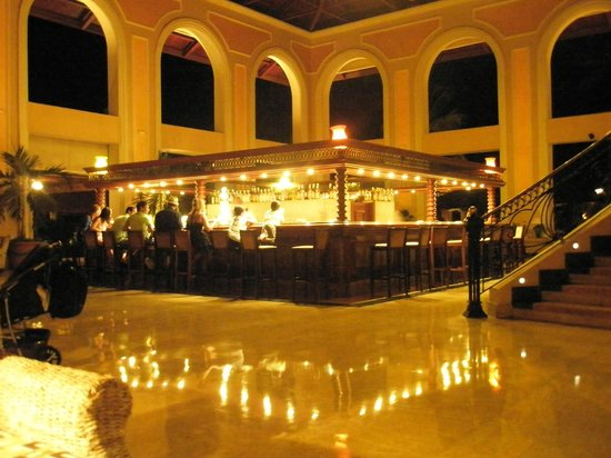 Majestic Colonial Punta Cana:                                     reception / bar