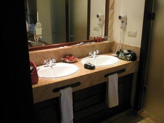 Majestic Colonial Punta Cana:                                     salle de bain