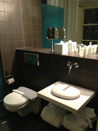 Hotel Skeppsholmen:                   Room 232 - Bathroom