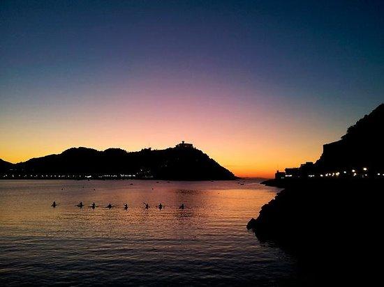 Playa de Ondarreta:                   Atardecer en la Bahía de la Concha