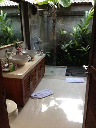 Serene Villas :                   bathroom in Acacia villa