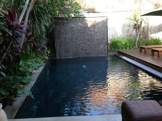 Serene Villas:                   pool (Acacia)