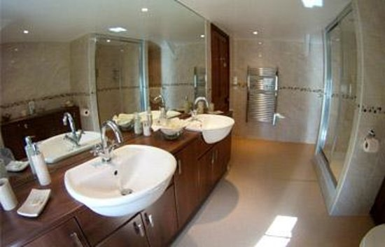 Talskiddy, UK: trevarno bathroom