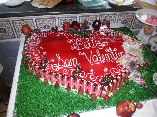 Caribe Club Princess Beach Resort & Spa:                   TORTA GIGANTE -SAN VALENTINO-