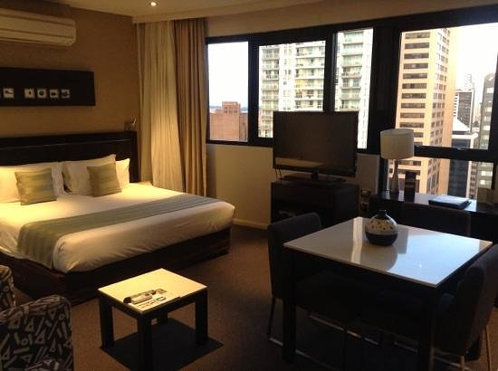 Meriton Suites Kent Street, Sydney:                   Studio apartment Level 37
