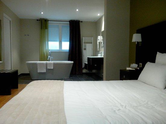 chambre luxe - Photo de L\'Auberge Normande, Carentan - TripAdvisor