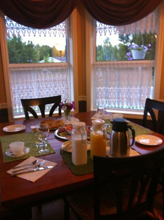 Bluejay Suites Bed & Breakfast:                   dining view