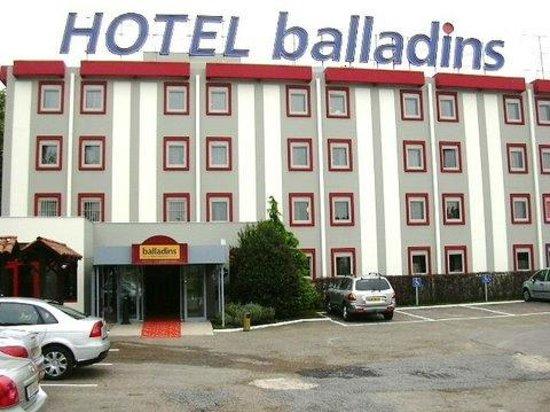 Hotel balladins Bobigny: Façade