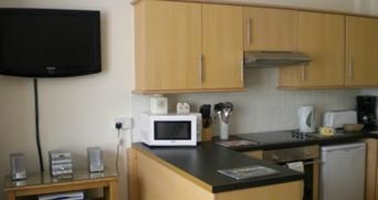 Morwenna Holiday Apartments : Fully Equipped Kitchen
