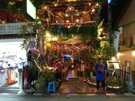 Sweet Dream Restaurant:                   Den mest pyntet indgang til en restaurant.