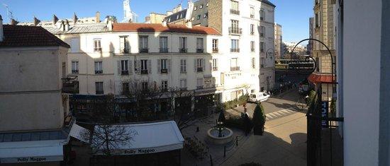 Hotel Charlemagne:                   veduta della piazzetta dove si trova l'albergo