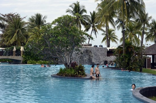 Shangri-La's Tanjung Aru Resort & Spa:                                     Pool