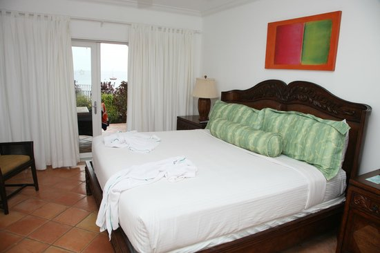 Windjammer Landing Villa Beach Resort:                   Bedroom
