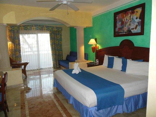 Luxury Bahia Principe Akumal :                   chambre RDC avec balcon vue plage