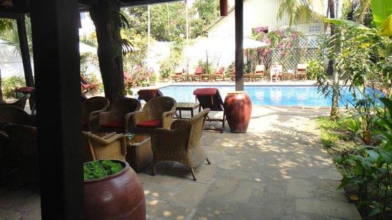 Borann, l'Auberge des Temples:                   Freiluftrestaurant + Schwimmbad