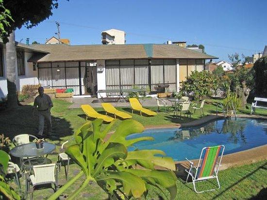Gisela & Carlos House: Piscina, Jardines y terrazas