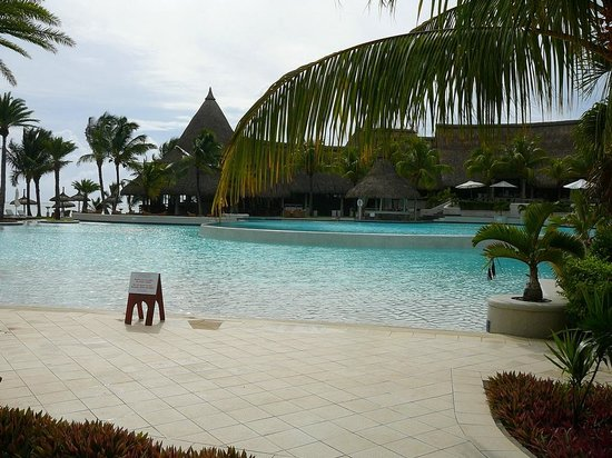 LUX* Belle Mare:                   piscine