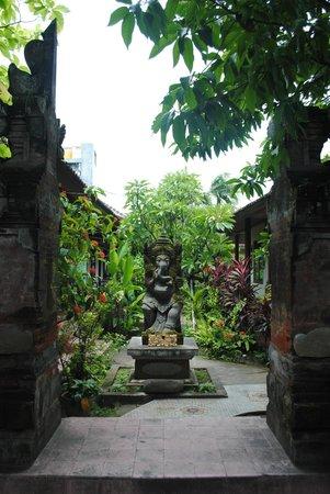 Mertha Jati Hotel :                   the entrance