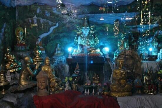 Nga Htat Gyi Pagoda:                   Piccolo tempio