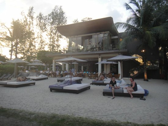 Renaissance Phuket Resort & Spa:                   bar and lounge, by the swimming pool