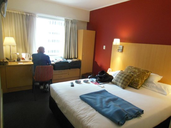 Ibis Sydney World Square:                   Reading information guides