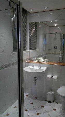 Macdonald Randolph Hotel:                   Bathroom