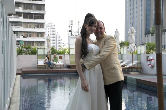 Dream Bangkok:                   Wedding party at Dream pool.