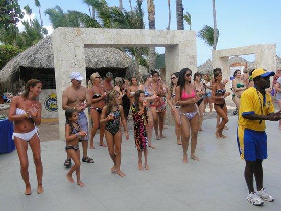 Iberostar Punta Cana:                   BAILANDO CON LOS ANIMADORES