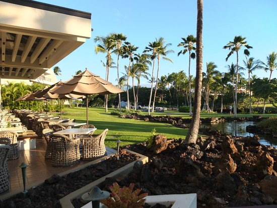 Mauna Lani Bay Hotel & Bungalows:                   Dining place