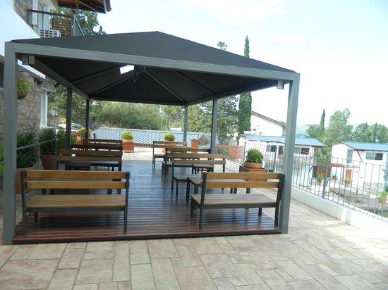 Foto de tagore suites villa carlos paz terraza comedor - Comedor terraza ...