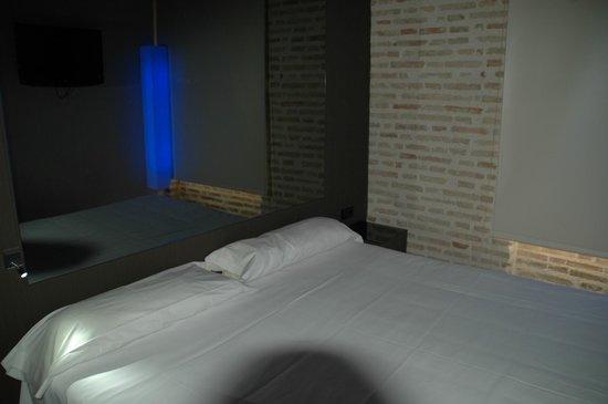 Cosy Rooms Embajador:                   camera 205
