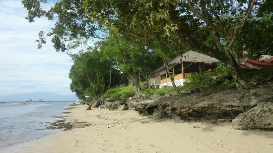 Raja Laut Dive Resort:                   View of the restaurant from the beach