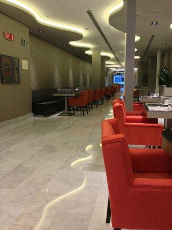 Hotel Indigo Barcelona - Plaza Catalunya:                   More Dining seats