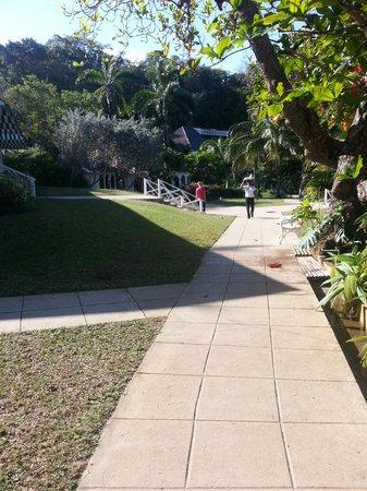 Round Hill Hotel & Villas:                   Park