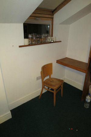 Abrahams Hostel:                   Rummet