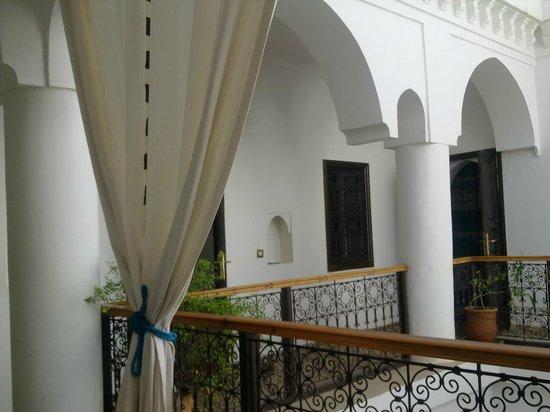 Riad Ailen :                   habitaciones planta superior y terraza