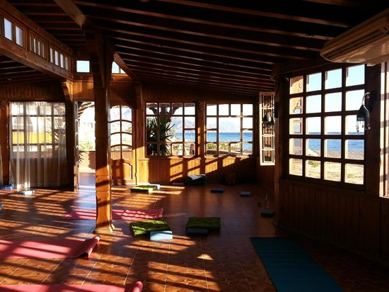 Coral Coast Hotel:                   Yoga room