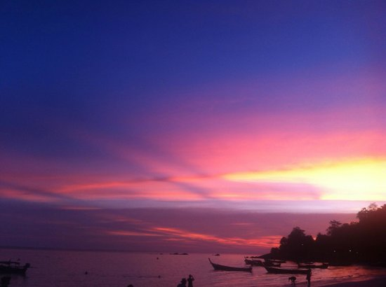 Mali Resort Pattaya Beach Koh Lipe:                   Sunset in Lipe