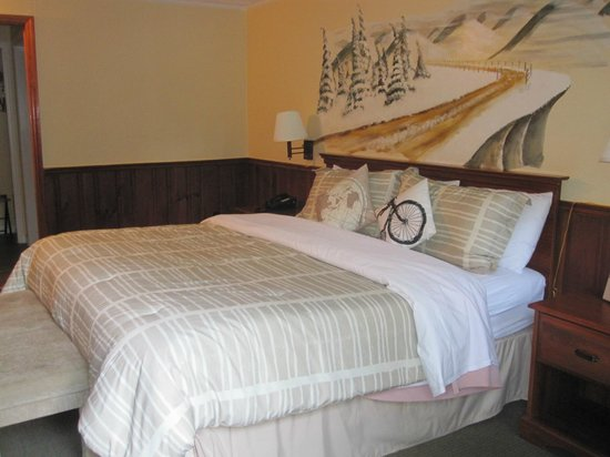 Switzerland Inn:                   King Bed