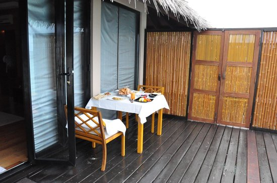 Adaaran Prestige Vadoo:                   Breakfast on the room deck