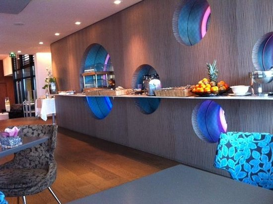 Hotel Oceania Saint Malo:                                                       Comptoir petit dejeuner